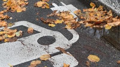 E-Ladestation vor einer Behoerde in Freiburg (Baden-Württemberg) . Foto: Winfried Rothermel | Verwendung weltweit (picture alliance / dpa / Winfried Rothermel)