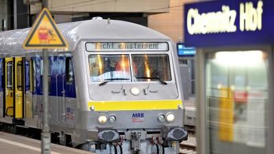Ein alter, umgebauter Zug der Mitteldeutschen Regiobahn steht im Hauptbahnhof Chemnitz.  (picture alliance / ZB /Jan Woitas)